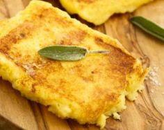 Galettes légères de polenta dorée au parmesan : http://www.fourchette-et-bikini.fr/recettes/recettes-minceur/galettes-legeres-de-polenta-doree-au-parmesan.html