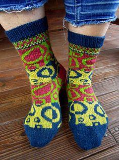 Ravelry: Kringelei pattern by Dela Hausmann Fair Isle Knitting, Knitting Socks, Hand Knitting, Knitting Patterns, Boot Toppers, Wool Socks, Knee Socks, Sock Shoes, Mittens