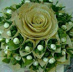تزئین نون و پنیر و سبزی