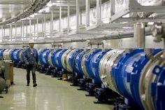 """CIENCIA FÍSICA  Los neutrinos enviados desde el CERN no fueron más rápidos que la luz  Ginebra, 8 jun (EFE).- El Centro Europeo de Investigación Nuclear (CERN) confirmó hoy que las partículas elementales llamadas """"neutrinos"""" no se desplazan más rápido que la luz."""