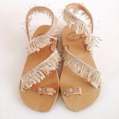 Handmade leather beige bohemian sandals  par Ilgattohandmade