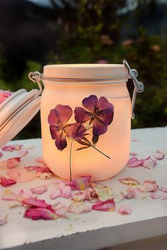Nice with you- Schön bei Dir Make lanterns from mason jars and pressed flowers yourself. Diy Fence, Backyard Fences, Fence Ideas, May Day Baskets, Landscaping Tools, Steel Cage, How To Make Lanterns, Pin Collection, Dried Flowers