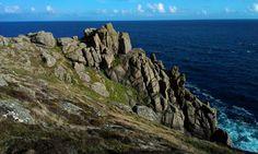 Granite_cliffs_at_Gwennap_Head_August_2013.jpg (2592×1552)