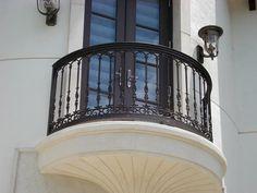 Home Design with Wrougt Iron Balcony Style Picture - Alles über Dekoration Iron Staircase, Iron Stair Railing, Wrought Iron Stairs, Deck Railings, Balcony Railing Design, Terrace Design, House With Balcony, Balcony Garden, Paris Balcony