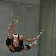 Rhythmic Gymnastics Training, Gymnastics Poses, Gymnastics Competition, Amazing Gymnastics, Gymnastics Videos, Gymnastics Team, Gymnastics Pictures, Gymnastics Photography, Cheerleading