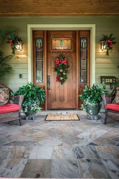 nice idea for a wreath suitable for a Craftsman style door with windows in the upper portion. Home for the Holidays - Orlando Home and Garden - October 2014 ideas craftsman style Craftsman Style Doors, Craftsman Door Exterior, Craftsman Windows, Craftsman Lighting, Craftsman Decor, Craftsman Cottage, Craftsman Homes, Farmhouse Front Porches, Front Door Design