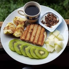 Quick Healthy Breakfast Ideas for Your Busy Morning - Food - Healthy recipes easy Quick Healthy Breakfast, Health Breakfast, Breakfast Ideas, Morning Breakfast, Morning Food, Good Food, Yummy Food, Think Food, Aesthetic Food