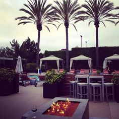 Stop by Arterra Del Mar for happy hour, drinks, and a beautiful scene! #SanDiego #cocktails