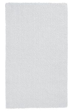 Schöner weißer Badteppich aus 100% Baumwolle mit wohnlichem Touch, beidseitig verwendbar. Hochwertige Qualität mit 2.100 g/qm. Waschbar im Wollprogramm. Hergestellt in Deutschland.