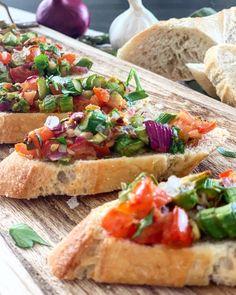 Das komplette Rezept findet ihr auf Thoms Küchen.block #vorspeise #starter #spargel #knödel #asparagus #bruschetta #kochkunst #kulinarik #rezeptideen #soulfood #guteküche #hausmannskost #einfacherezepte #esskultur #kochrezepte #kochen #kochenmachtspaß #diykitchen #italiancuisine #italienischeküche #speisen #speisundtrank #rezeptezumnachmachen #cooking #schnelleküche #schnellerezepte #blitzrezepte #spezielleernährung #weltküche #zubereitungsart #vegan #veganfood #veganeküche #veganrecipe… Quinoa Flour Recipes, Buckwheat Recipes, Vegetarian Recipes, Healthy Recipes, Quinoa Pizza Crust, Flatbread Pizza, Pizza Pizza, Crust Pizza, Chicken Pizza