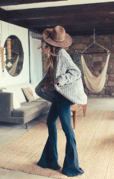 Boho flare jeans outfit ideas and style Mode 2018 Trends, Fashion 2018 Trends, Outfits With Hats, Boho Outfits, Fashion Outfits, Casual Outfits, 70s Outfits, Skirt Fashion, Winter Outfits