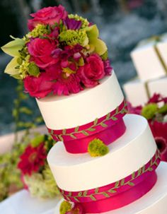 How BEAUTIFUL! Hot pink and lime green wedding cake <3