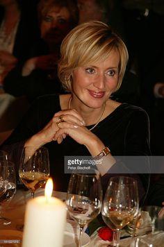 Petra Gerster (TV-Moderatorin), 10-jähriges Jubiläum Hotel 'Stromburg', 25-jähriges Jubiläum Restaurant 'Val D or' (J o h a n n L a f e r bekommt 5-Star-Award), Stromberg bei Bingen, , brennende Kerze, Glas Wein, Getränk, Promis, Prominenter, Prominente,