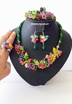 Flowers necklace Baterfly Seed