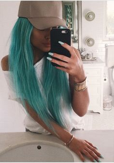 How does Kylie manage to pull of any hair colour??