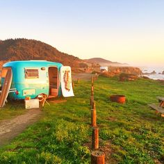 Book any of these caravans to rent. Caravan rentals are the key to great a glamping getaway. Don't miss the chance to stay in a unique caravan! Used Campers, Little Campers, Retro Campers, Happy Campers, Vintage Campers, Vintage Caravans, T1 Bus, Vw T1, Camping Spots