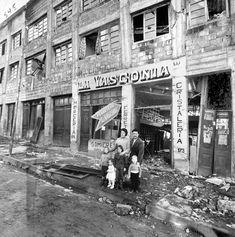 Destrozos en la ciudad de Valdivia por terremoto y maremoto en mayo de 1960. Mayo, Chile, Street View, Cities, Photos, Chili Powder, Chilis