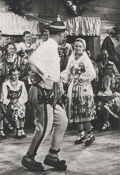 Folk clothing from the region of Podhale, Poland. Art Costume, Folk Costume, Costumes, Folk Clothing, European Clothing, Polish Folk Art, Reggie Jackson, Folk Dance, Folk Fashion