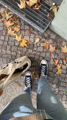 Autumn Aesthetic, Aesthetic Photo, Aesthetic Pictures, Aesthetic Clothes, Mode Ootd, Look Street Style, Foto Casual, Best Seasons, Jolie Photo