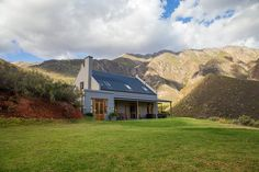 12 of our favourite farm stays around South Africa Nutec Houses, Provinces Of South Africa, African House, Mud House, Farmhouse Architecture, Simple House Design, Farm Stay, Modern Cottage, Holiday Accommodation