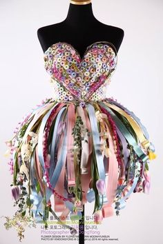 Beautiful party dress Designed by Hyunsun Moon. Lana Traudt #Beautiful #designed #Dress #Hyunsun #Lana Garden Dress, Fairy Dress, Costume Fleur, Dress Form Christmas Tree, Beautiful Party Dresses, Recycled Dress, Mannequin Art, Designer Party Dresses, Recycled Fashion
