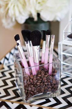 Marie Claire's guide to make-up storage hacks Makeup Storage Hacks, Vanity Organization, Storage Ideas, Creative Storage, Diy Storage, Rangement Makeup, Diy Rangement, Cute Makeup, Diy Makeup