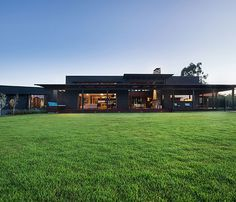 Located west of Maleny in the Sunshine Coast hinterland, this award-winning rural home is modern in design yet traditional in its appeal. http://www.queenslandhomes.com.au/super-natural/
