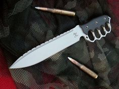 Well thought out brass knuckle addition to your basic knife.