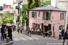 モンマルトル ピンクのカフェ