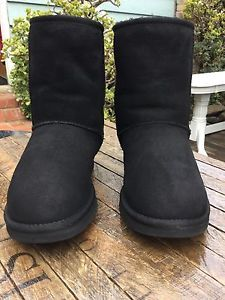 $155 Ugg Australia Classic Short Black  Boots Suede Womens Size 8