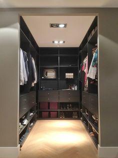 Walk In Closet Design, Bedroom Closet Design, Master Bedroom Closet, Closet Designs, Wardrobe Furniture, Bedroom Wardrobe, Wardrobe Closet, Dressing Room Closet, Dressing Room Design