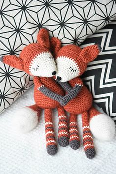 Mystique the Fox is a charming amigurumi toy. The design itself is simple bringing out the beauty of pure wool. A special characteristics is given by some nice decorative elements, hand stitched face and brushed tail.