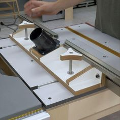 Homemade Router Table, Router Table Fence, Router Woodworking, Diy Tools, Wood Projects, Life Hacks, Plates, Channel, Videos