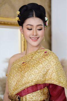 Thailand, Sari, Fashion, Saree, Moda, Fashion Styles, Fashion Illustrations, Saris, Sari Dress