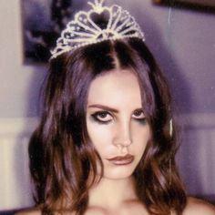 Lana Del Rey edit by Elizabeth Woolridge Grant, Elizabeth Grant, Pretty People, Beautiful People, Grunge Hair, Soft Grunge, Sad Girl, Glamour, Portrait