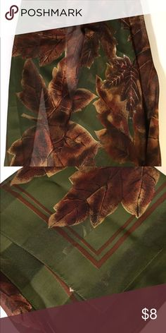 Scarf Beautiful fall pattern scarf. This scarf is a very large square. Accessories Scarves & Wraps