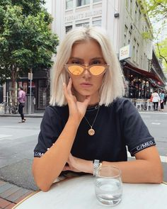 2020 Hottest Haircut Trends Worth Having A Fresh Look Blonde Hair With Roots, Blonde Hair Black Girls, Bleach Blonde Hair, Blonde Hair Looks, Balayage Hair Blonde, Short Platinum Blonde Hair, Short Blonde, Platinum Bob, Laura Jade Stone
