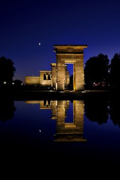 Templo de Debod, in Madrid. London, Paris, and Madrid! The Places Youll Go, Places To See, Wonderful Places, Beautiful Places, Travel Around The World, Around The Worlds, Barcelona, Spain And Portugal, Spain Travel