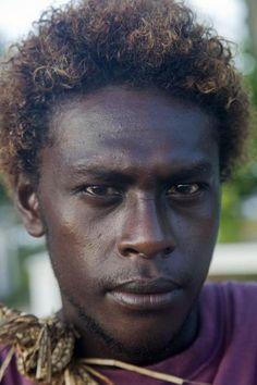Picture of Solomon Island people (Solomon Islands): Guy with a serious look at Solomon Islands People, Melanesian People, Fiji People, Black Is Beautiful, Beautiful People, African Diaspora, African History, South Pacific, Papua New Guinea