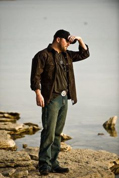 Tyler Farr- country boy and baseball cap...what's not to love about THAT?!