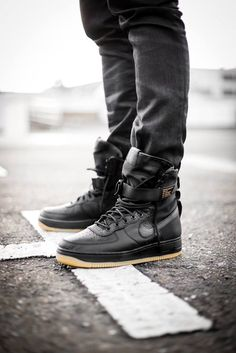 best service af45c a427f Nike Air Force 1 Special Field - Black upper Black Gum Vintage Nike,