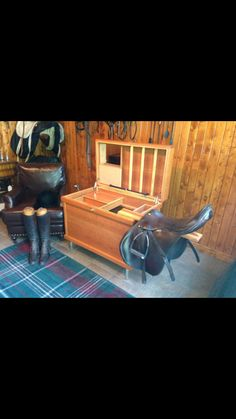 Saddlers Woodcraft Tack Trunk would be nice for shows Tack Locker, Diy Locker, Tack Room Organization, Horse Riding Clothes, Riding Gear, Tack Box, Tack Trunk, Equestrian Decor, Horse Accessories