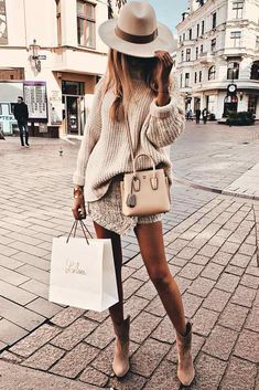 Oversized Sweater With Mini Skirt Outfit ★ When the fall k., Source by sweater outfit street style Trendy Fall Outfits, Fall Outfits For Work, Fall Winter Outfits, Summer Outfits, Summer Clothes, Fall Clothes, Women Fall Outfits, Look Fashion, Winter Fashion