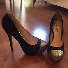 Steve Madden Gold Toe Suede Heels Steve Madden black suede heels with a gold sequined toe. Great condition! Only worn once for New Years. Size 8 Steve Madden Shoes Heels