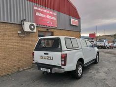 Used Isuzu KB Series 250 D-TEQ LE Double cab Bakkie for sale in Western Cape, car manufactured in 2014 Car Finance, Car Detailing, Used Cars, Dream Cars, 4x4, Cape, Mantle, Cabo, Coats