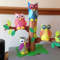 Owls in a tree made from toilet and kitchen towel rolls. Paper Plate Crafts For Kids, Craft Kits For Kids, Paper Roll Crafts, Scrapbook Paper Crafts, Art For Kids, Diy And Crafts, Arts And Crafts, First Grade Crafts, Classroom Crafts