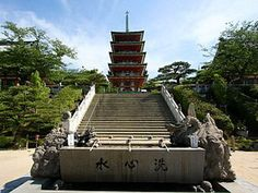 The purification trough at the temple's entrance,Onomichi,Japan    #fortheloverainie   #Japan