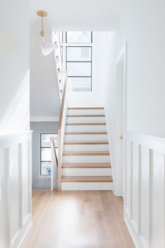 Light wood floors living room hardwood stairs 68 Ideas for 2019 Wood Floor Stairs, Hardwood Stairs, Wood Railings For Stairs, Interior Railings, Stairs In Living Room, Living Room Wood Floor, Living Rooms, White Oak Wood, White Oak Floors