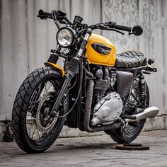 What a great looking Triumph, I would like to know more about it, that seat and exhaust system look cool.