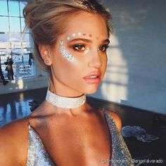 makeup trends galaxy make up trend ideen winter Festival Looks, Festival Make Up, Festival Mode, Festival Fashion, Edm Festival, Festival Style, Glitter Carnaval, Make Carnaval, Instagram Mode